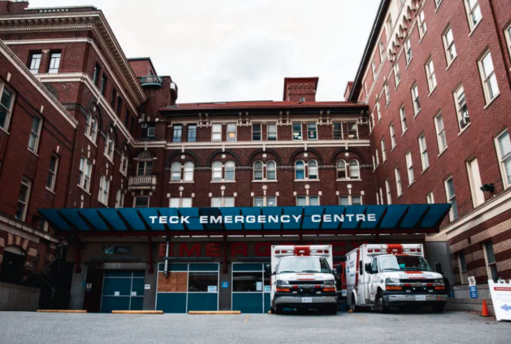 Ambulances waiting outside the emergency room at St. Paul's Hospital in downtown Vancouver, where an outbreak of Shigellosis is affecting marginalized people. (Photo credit: Yahoo News Canada)